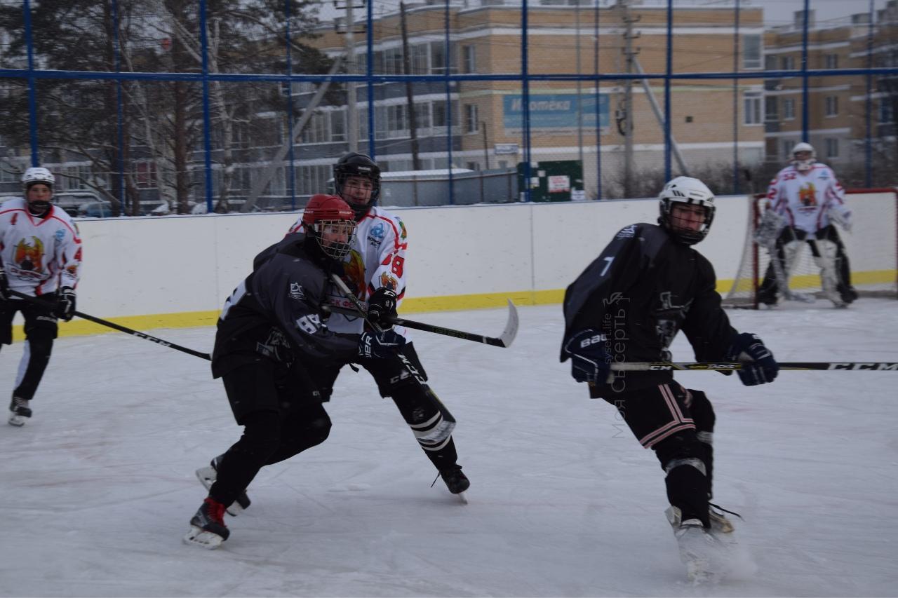 Хоккейный корт в Патрушах