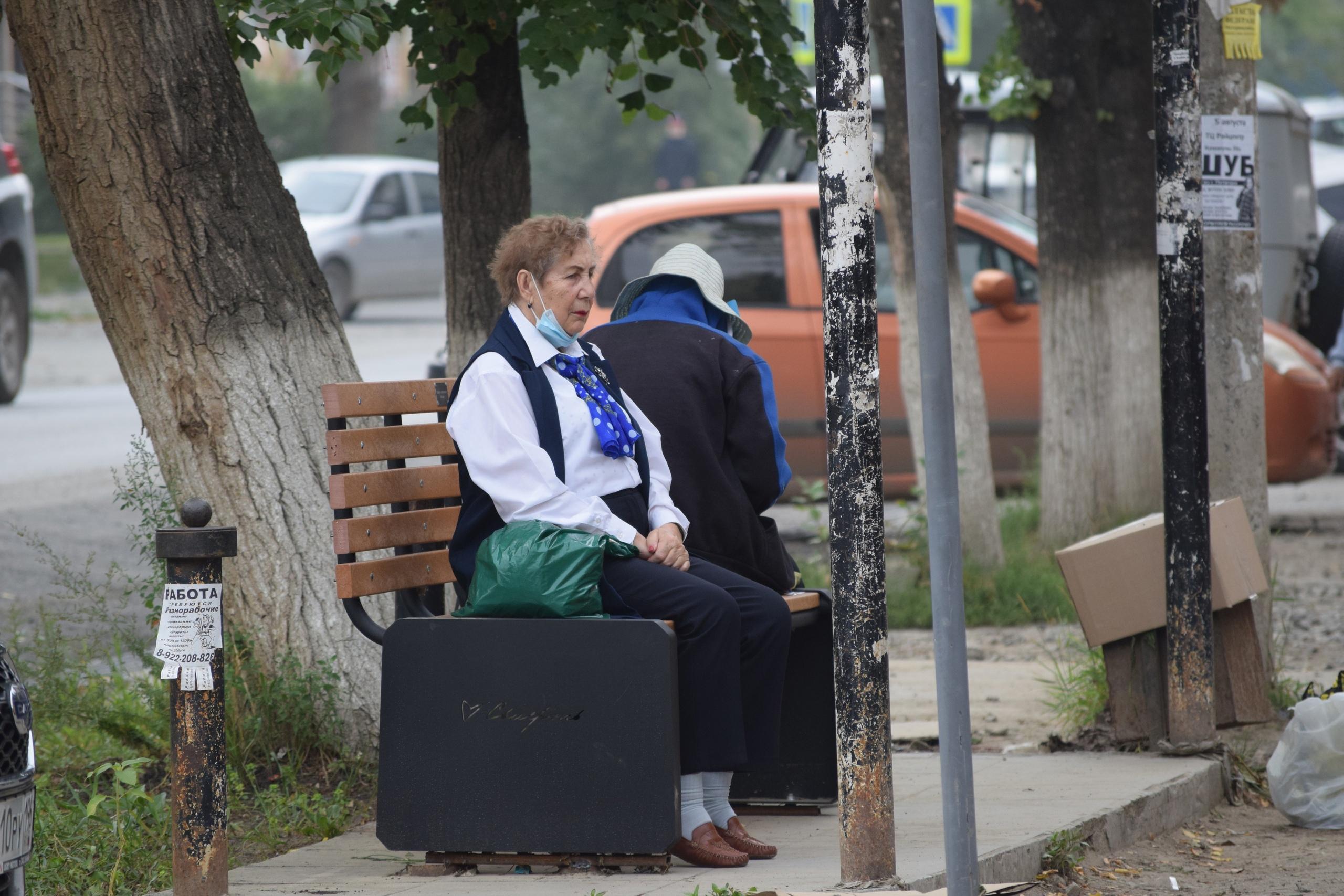 Новые уютные скамейки в Сысерти
